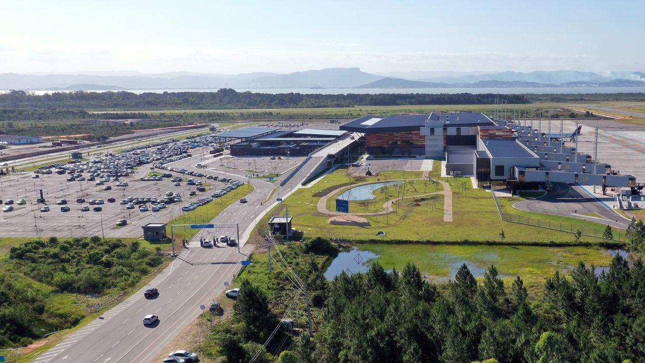 Aeroporto Internacional de Florianópolis passa a operar malha aérea essencial